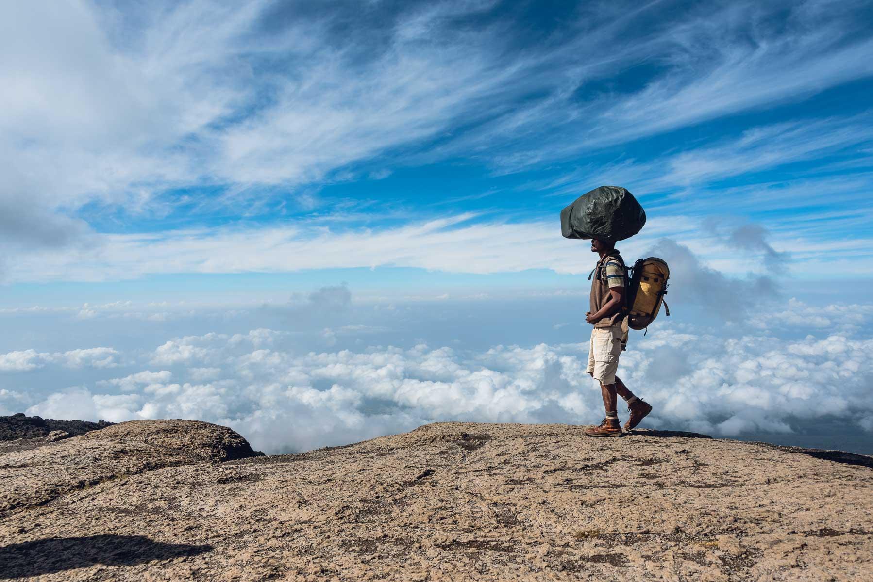 Christian Meixner Fotografie, Fotograf Zürich, Kilimanjaro, Tanzania, Porter, Reisen, Reisefotografie
