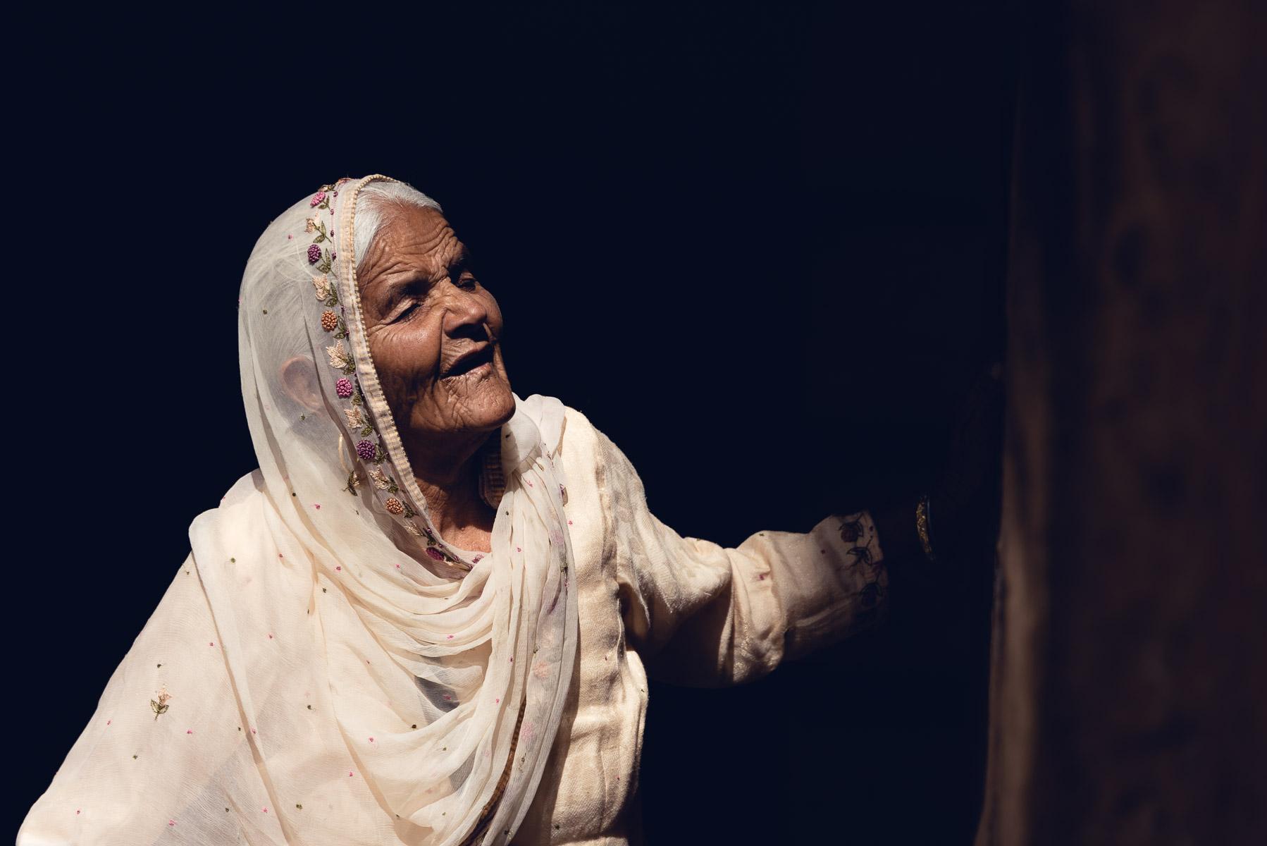 Christian Meixner Fotografie, Fotograf Zürich, Indien, alte Frau